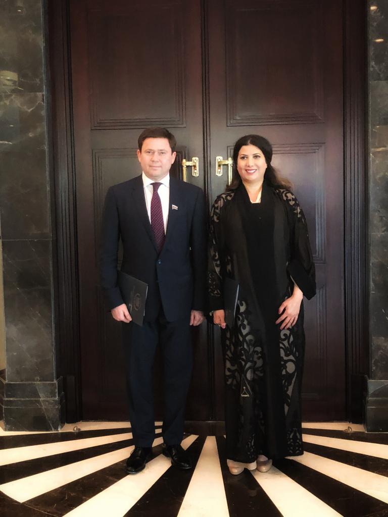 Сергей Кривоносов и Ее королевское высочество Шейха Дейа Ибрагим аль-Халифа после подписания меморандума о сотрудничестве
